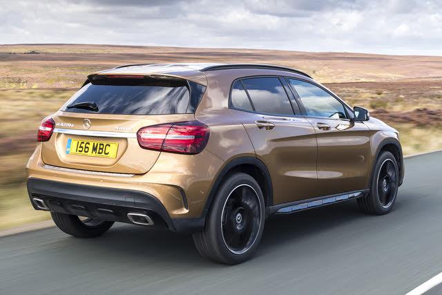Mercedes-benz GLA rear driving
